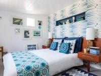 Полки в спальню — какие выбрать? Фото обзор вариантов в интерьере спальни!