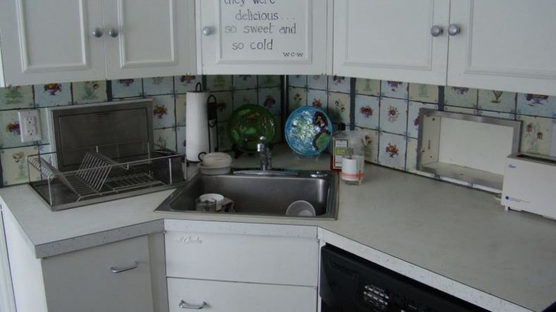 corner-kitchen-sink-base-cabinet