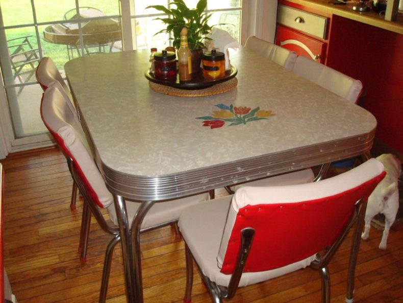 rectangular-retro-kitchen-table