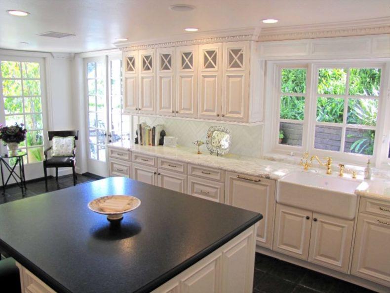 elegant-corrines-westlake-kitchen-with-american-kitchen-design