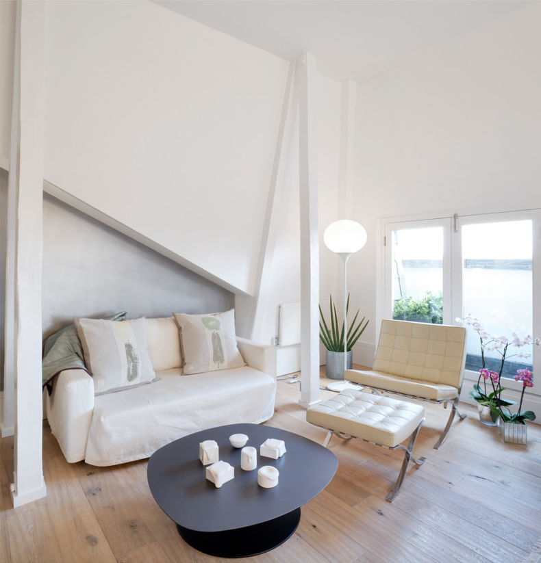 barcelona-chair-living-room-living-room-scandinavian-with-glow-light-glow-light-white-sofa-white-walls-1