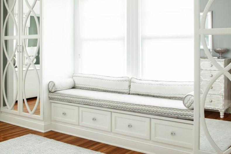 karen-wolf_light-white-master-bedroom_window-seat-jpg-rend-hgtvcom-1280-853