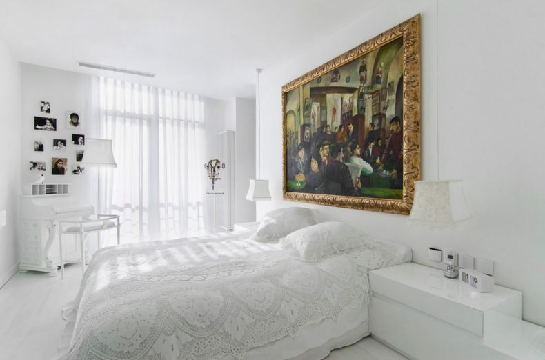 decorating-with-white-bedroom-wallart
