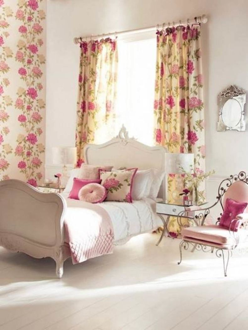 floral-curtain-ideas-for-bedroom
