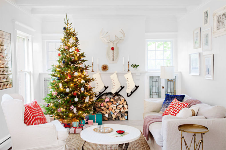 gallery-1447274691-merry-white-living-room-1215