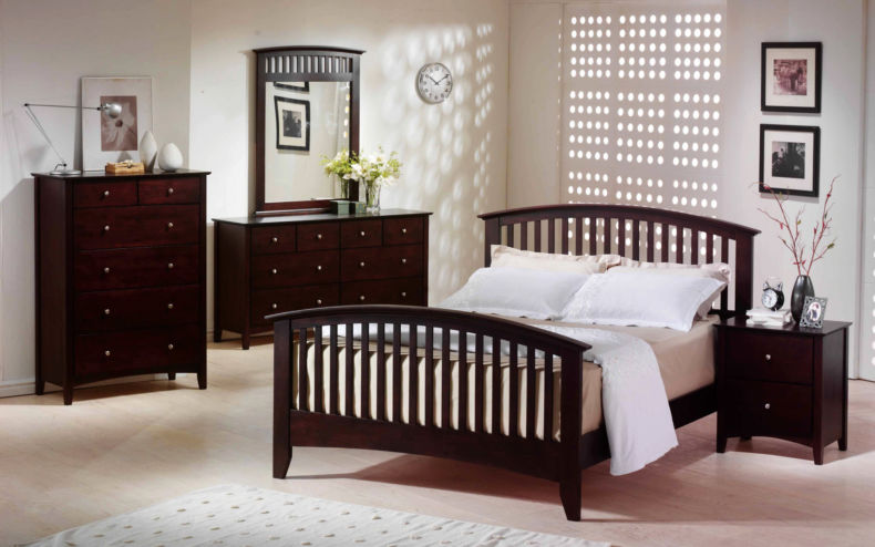 pleasant-home-design-for-white-bedroom-ideas-with-mahogany-furniture-set-and-curving-crib-wooden-headboard-including-creamy-queen-size-padded-mattress-as-well-as-room-wall-decoration-ideas-plus-moder