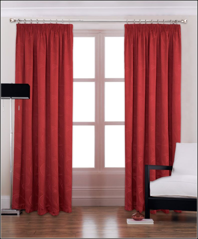 red-and-black-curtains-bedroom