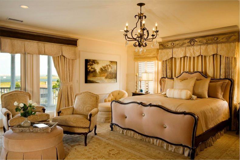 svetlyj-dizajn-spalni-v-klassicheskom-stile