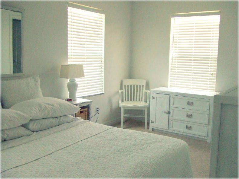 unique-new-all-white-bedroom-interior-decor
