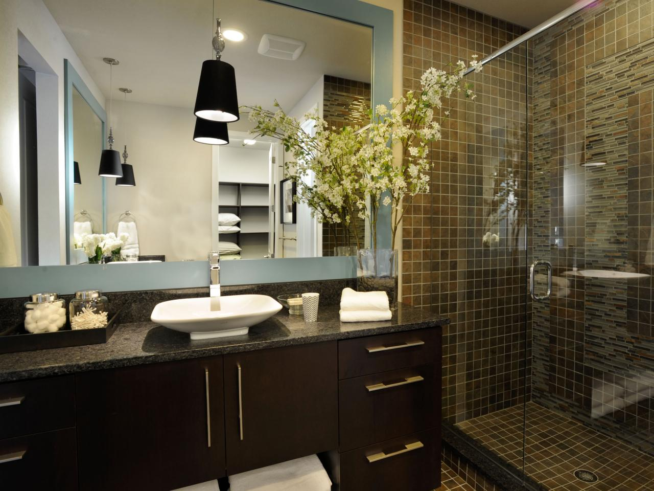 03-gh2011_master-bathroom-sink-mirror-shower_s4x3-jpg-rend-hgtvcom-1280-960