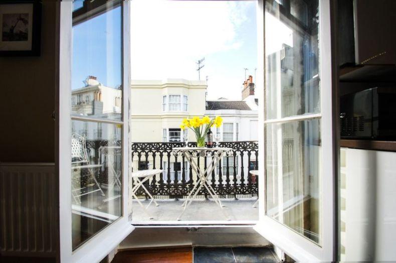 Balcony_in_apartment_2017