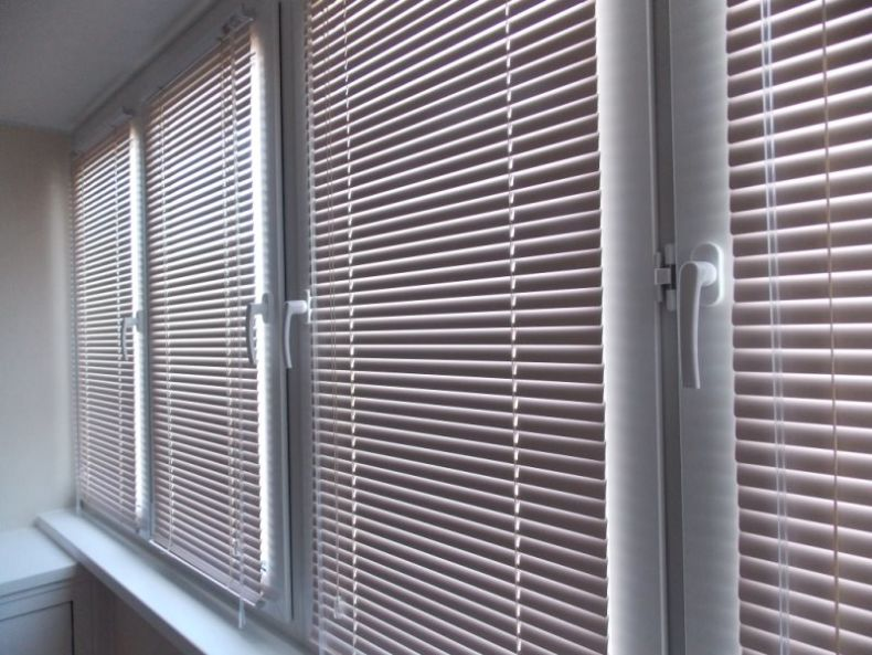 1431907945_zhalyuzi-na-balkon