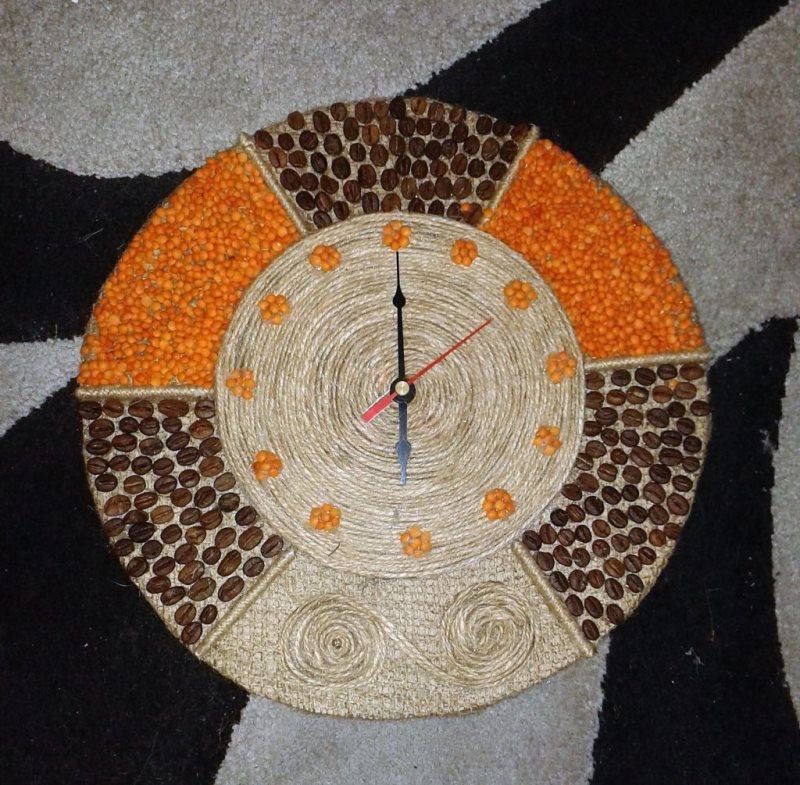 Поделки из кофейных зёрен часы 73