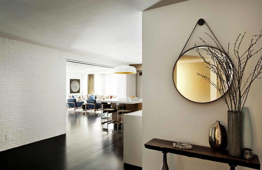 Зеркало белое и белая люстра стиль лофт фото в интерьере