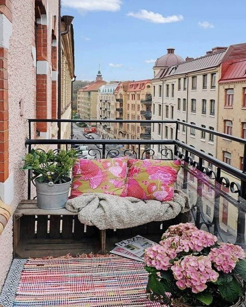amazing-decorating-ideas-for-small-balcony-13