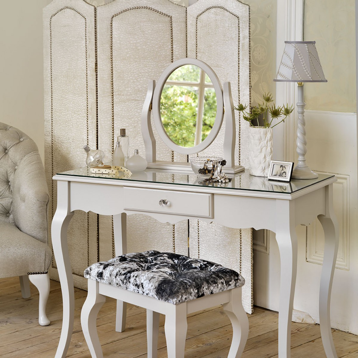 contemporary-antique-vanity-dressing-table