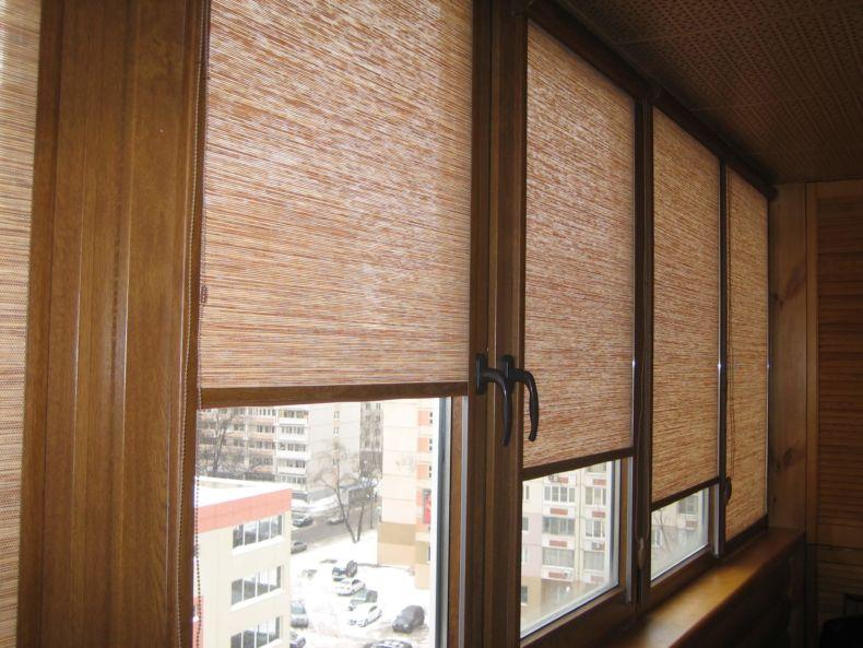 foto-23-rulonnye-bambukovye-shtory-na-balkon