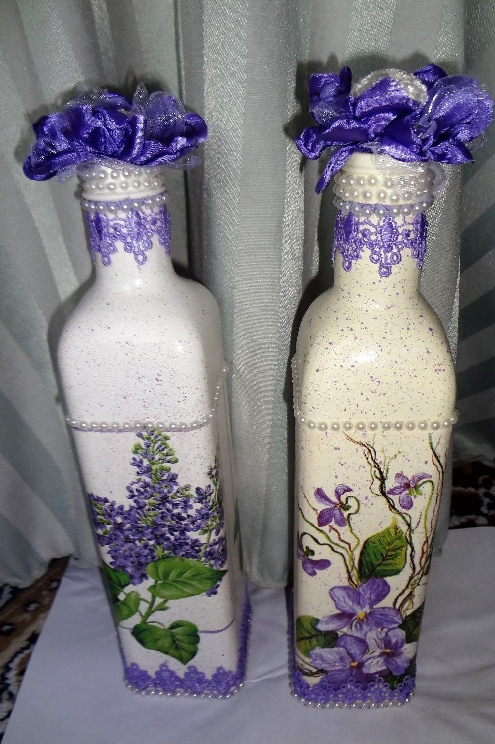 set-of-2-handcrafted-altered-glass-bottles-painted-_57