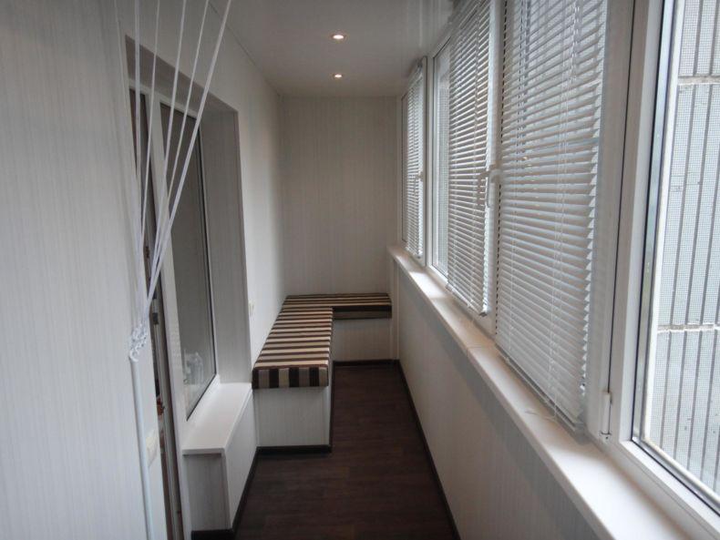 sovremennyj-dizajn-balkona-v-hrushhevke-05