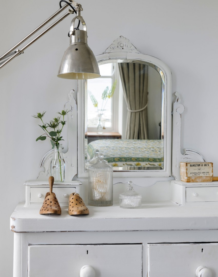 white-bedroom-with-dressing-table