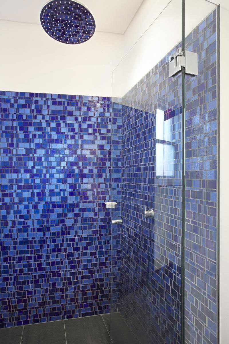 amazing-blue-tiles-lining-the-walls-of-the-bathroom-simple-and-modern-style-also-using-awsome-glass-door