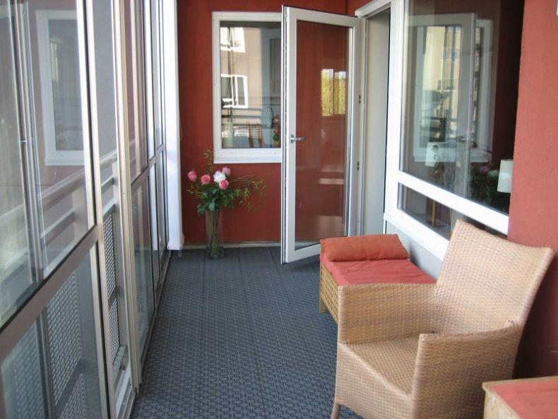 dver-na-balkon-steklyannaya