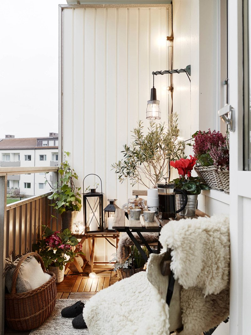 eclectic-balcony-decoration