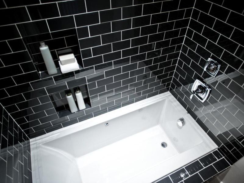 hgtv-06-sh14-guest-bathroom_h-jpg-rend-hgtvcom-1280-960