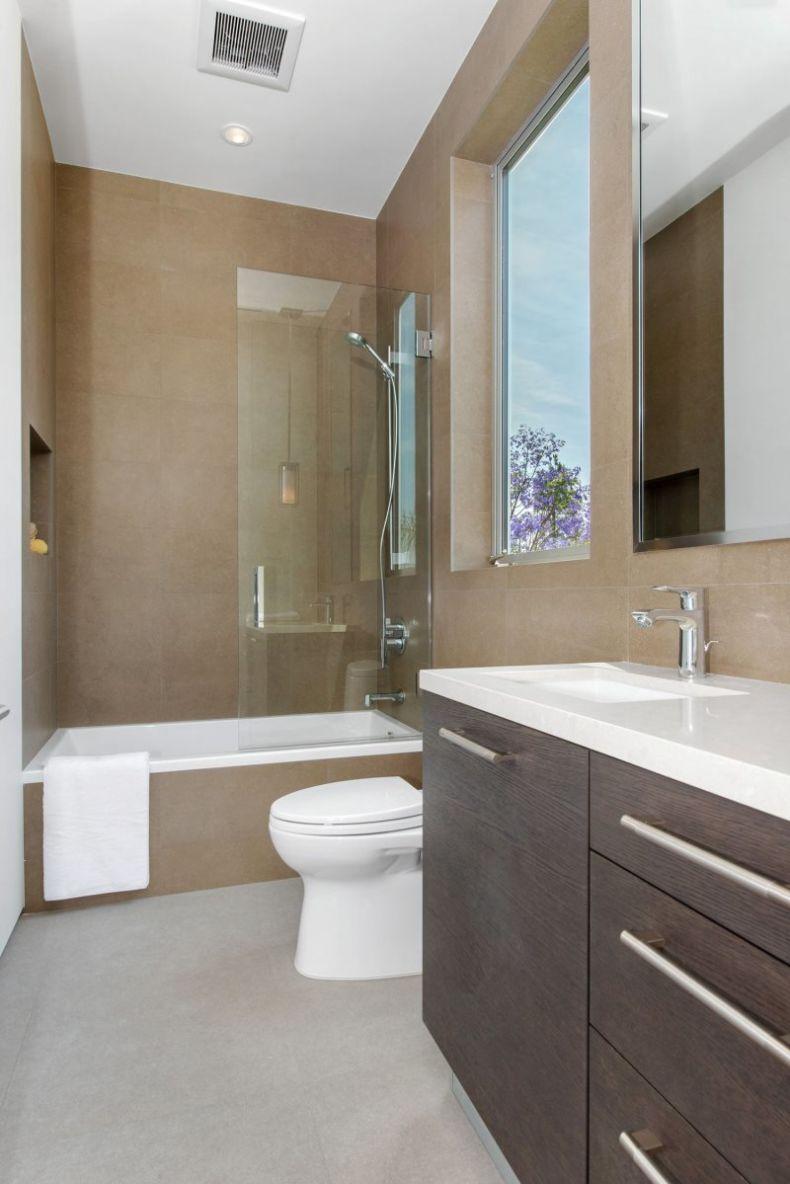 interyer-malenkoy-vanny-s-tualetom-32