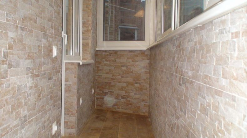 keramicheskaja-platka-na-balkon-1-1024x576