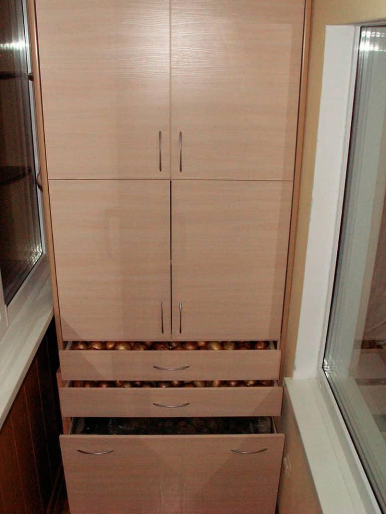 shkaf-na-balkone-svoimi-rukami5-768x1024