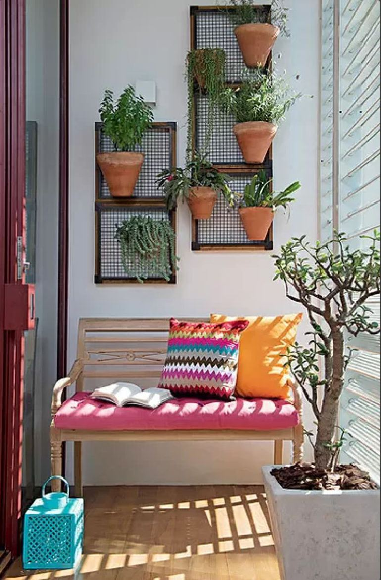 small-balcony-decorating-ideas-to-inspire-you-how-to-arrange-the-balcony-with-smart-decor-7