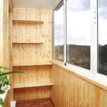 vnutrennyaya-otdelka-balkona-derevom