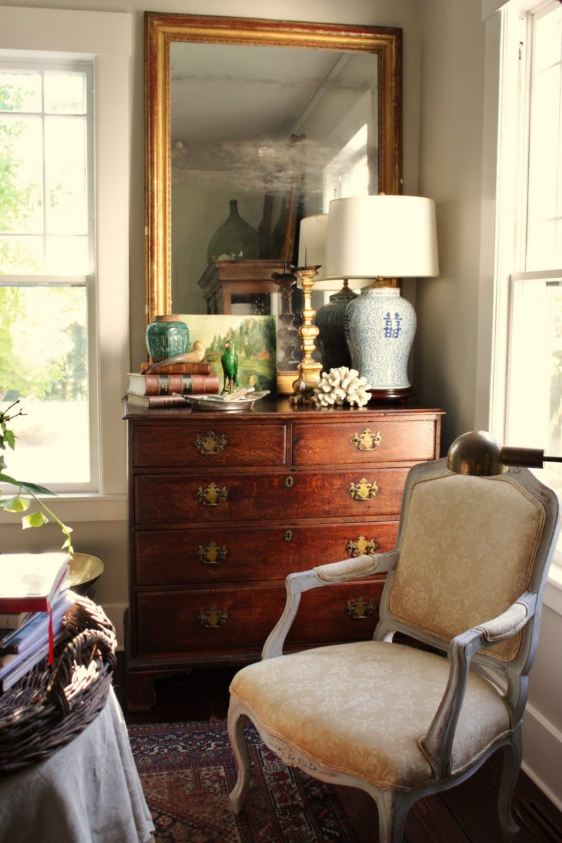 Chest of drawers in the living room (12)