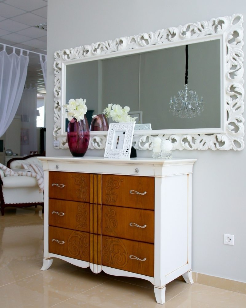 Chest of drawers in the living room (15)