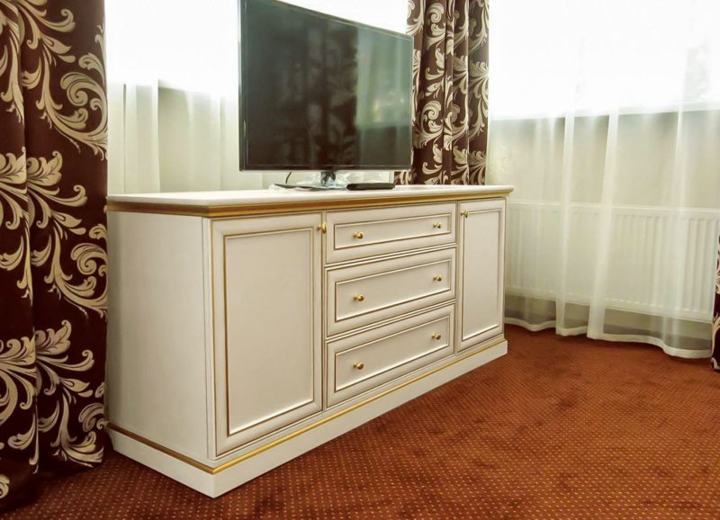 Chest of drawers in the living room (16)