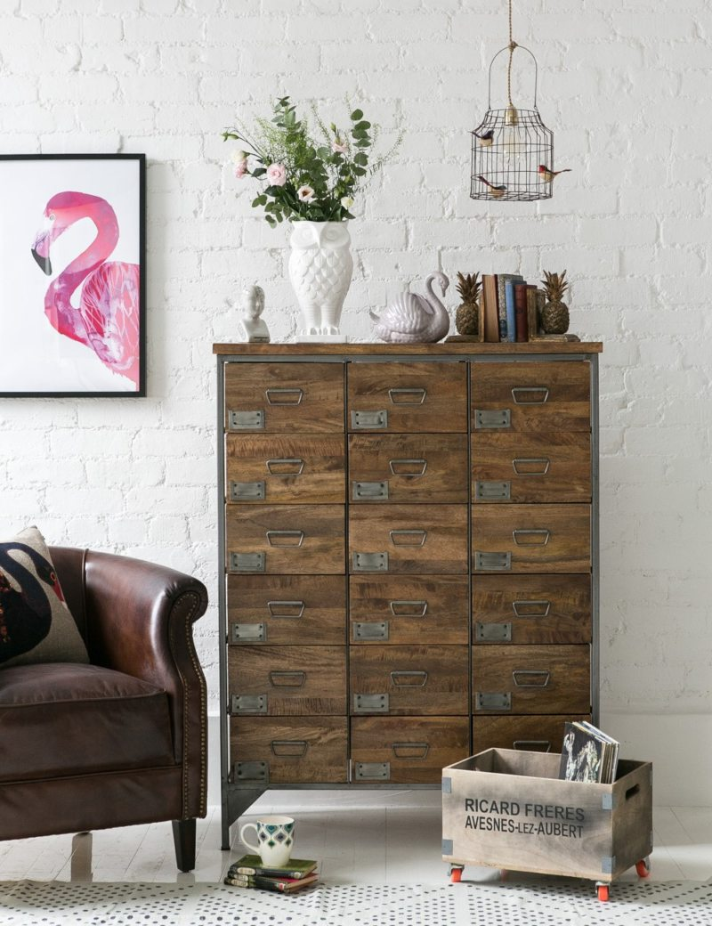 Chest of drawers in the living room (25)