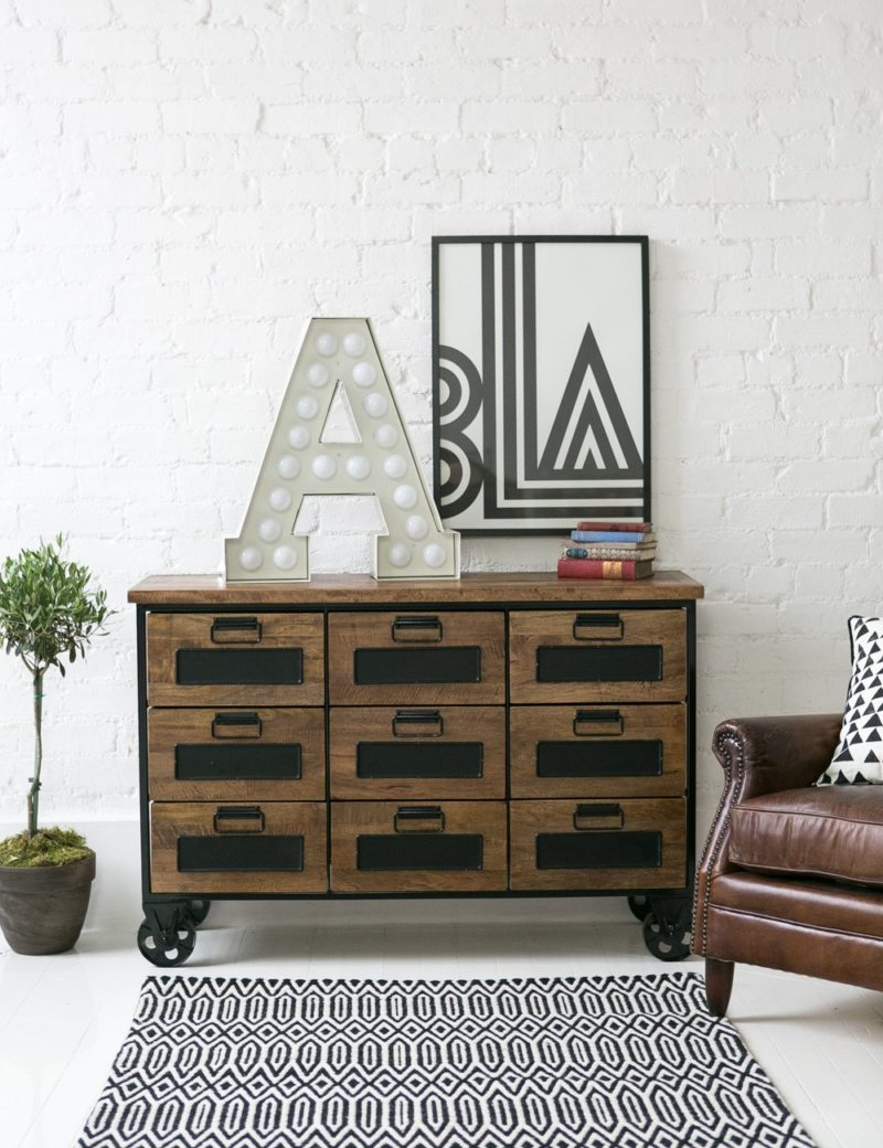 Chest of drawers in the living room (27)