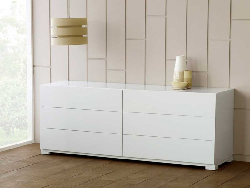 Chest of drawers in the living room (28)