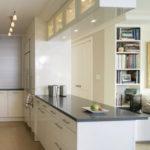 Дизайн узкой кухни (14)