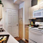 Дизайн узкой кухни (28)