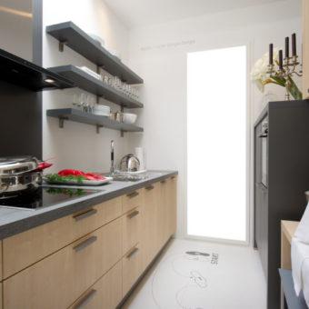 Дизайн узкой кухни — обзор лучших дизайнерских решений для узкой кухни (88 фото)