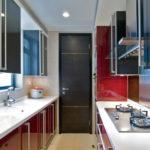 Дизайн узкой кухни (31)