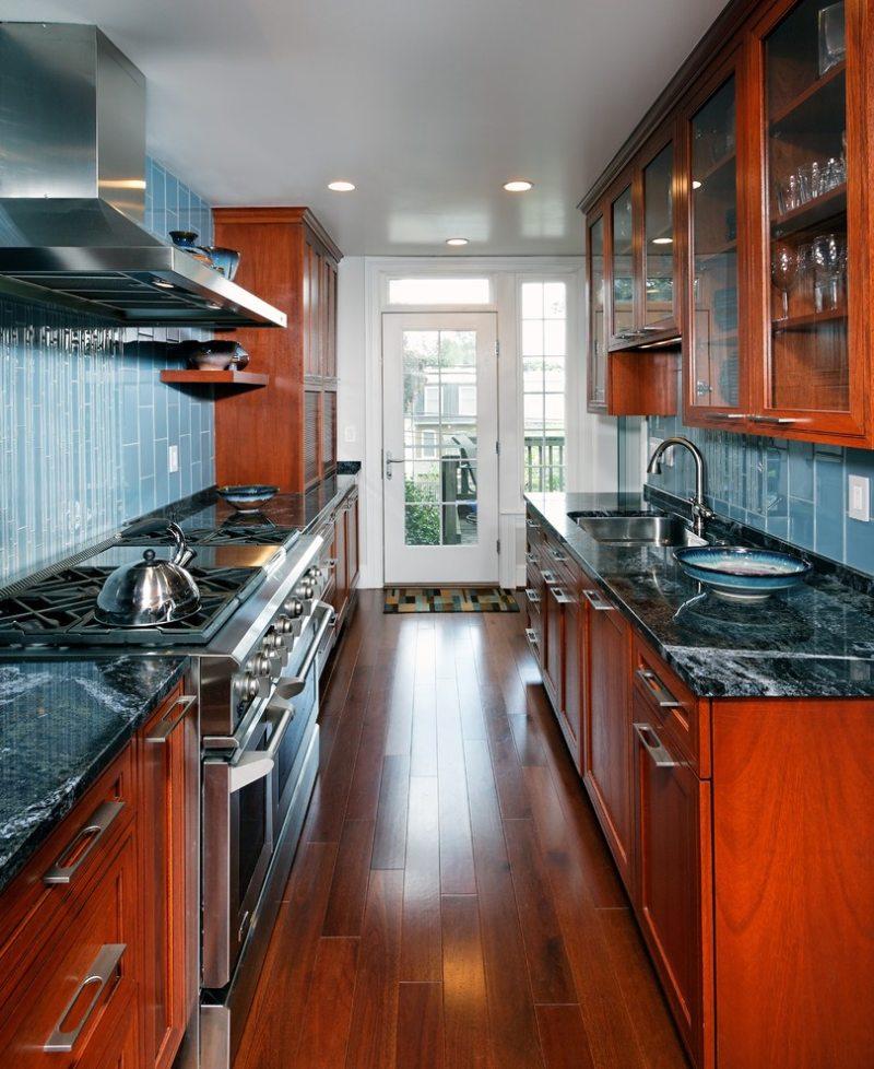 Дизайн узкой кухни (35)