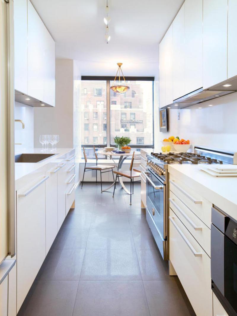 Дизайн узкой кухни (47)