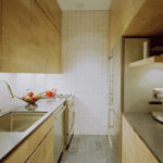 Дизайн узкой кухни (50)