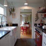 Дизайн узкой кухни (51)