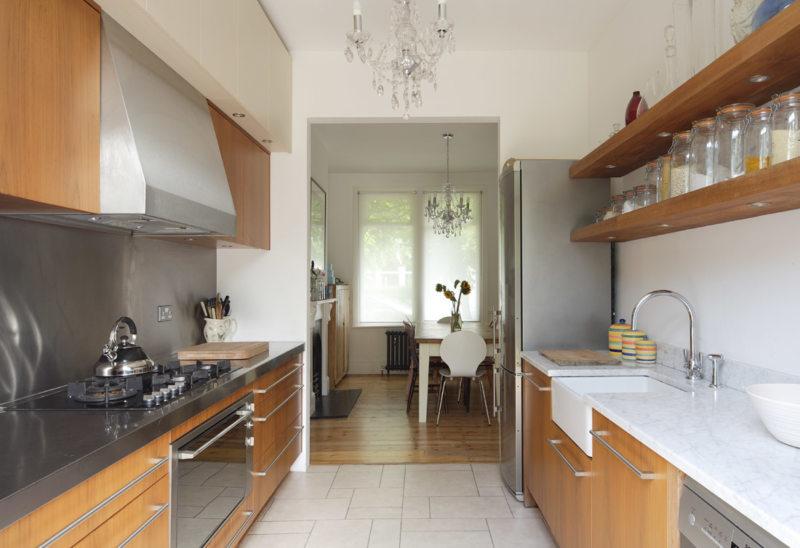 Дизайн узкой кухни (54)