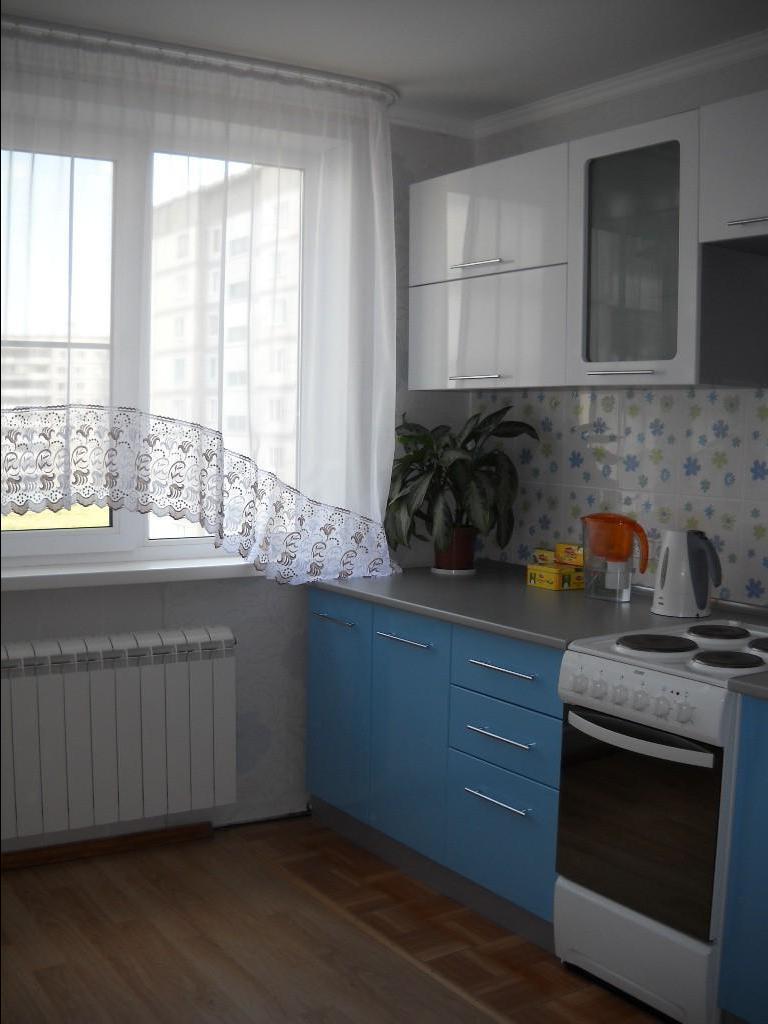 Дизайн узкой кухни (59)
