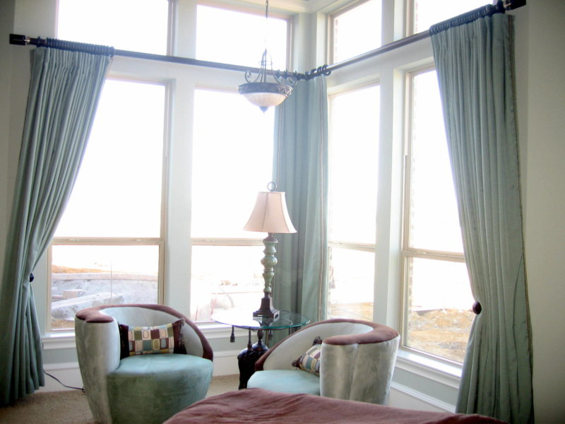 Гостиная с двумя окнами (25)